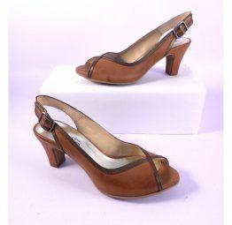 Zapatos Virus cuero y bronce tacón medio