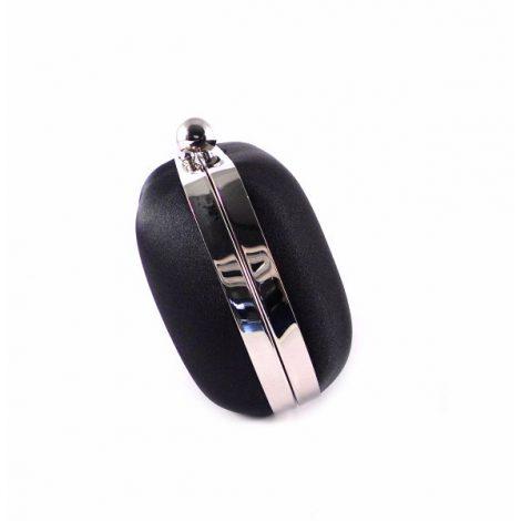 Clutch negro con bordeado metálico plata