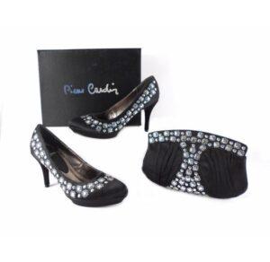 Zapato salón cocktail de Pierre Cardin en negro con tachuelas plateadas