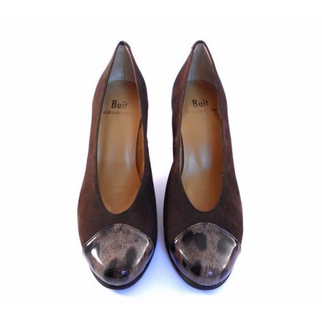 Zapatos de salón de Buit en marrón con puntera charol
