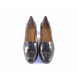 Zapatos Buit mocasines negros con tacón y detalle en charol