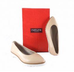 Zapatos Nature Shoes en color nude de punta fina y suela dentada