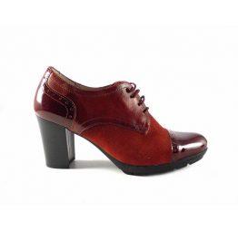 Zapatos abotinados de tacón Vitti Love con cordones en color rojo