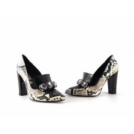 Zapatos Gabriela reptil combinado con piedras y tacón ancho