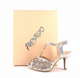 Sandalias de fiesta Prestigio color plata con tira en forma de T