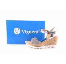 Zapatillas de cuña de esparto Lucía Viguera con pulsera al tobillo en color plata y blanco