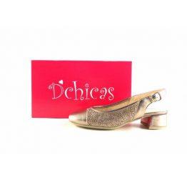 Zapatos de salón D´Chicas picados en oro metalizado de tacón bajo