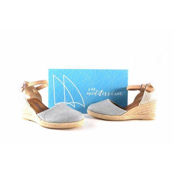 e5181b3d Zapatillas de esparto para mujer CM Mediterránea color plata con pulsera