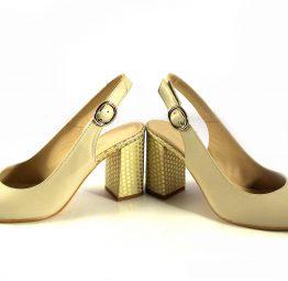 Zapatos tacón de topos Gabriela con talón descubierto color beige con oro