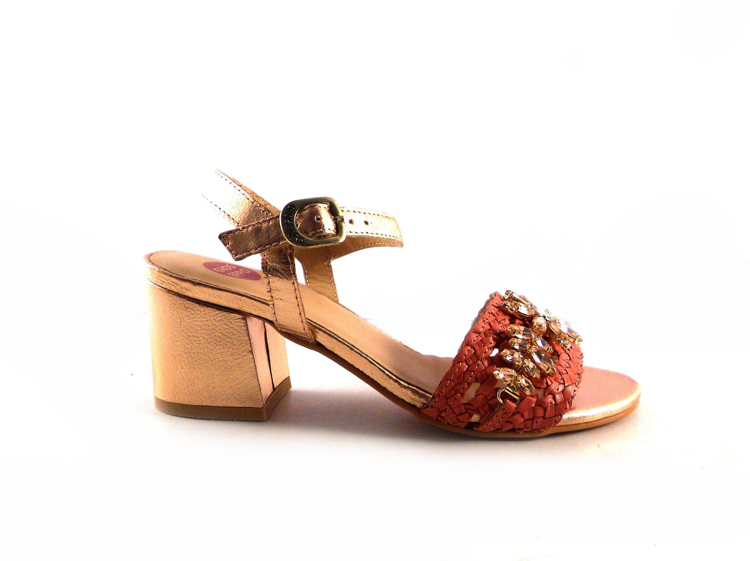 Sandalias Gioseppo coral con pedrería y tacón nude forrado
