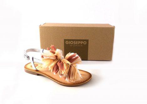 Sandalias plateadas estilo esclava con pompones de Gioseppo 45269