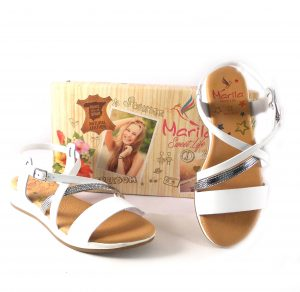 Sandalias planas de tiras Marila Shoes blancas y plata