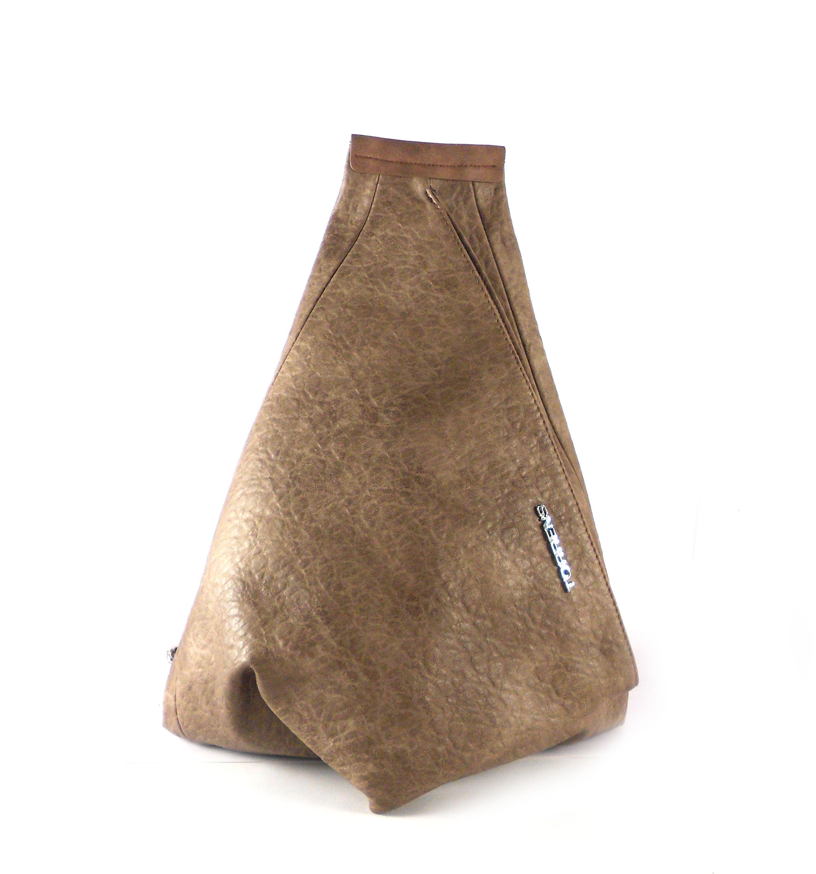 7583dd4cd26 Mochila mujer Torrens con forma triangular