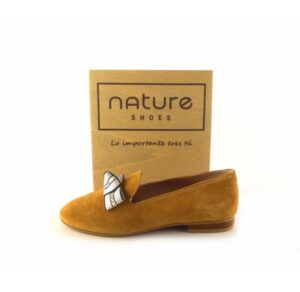Zapatos copete en piel serraje NATURE SHOES color camel con lazo